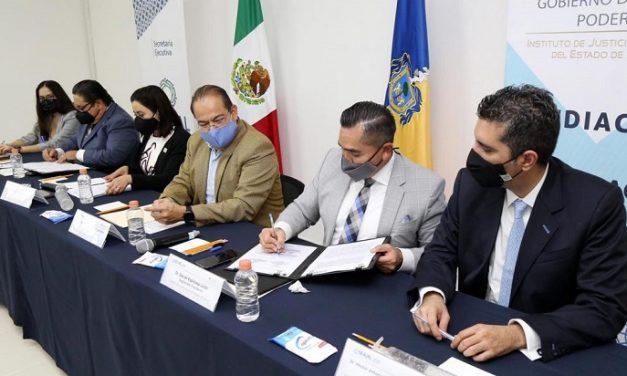 Firma de convenio entre el IJA y el SEA Jalisco.