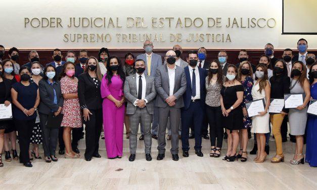 Entregan Reconocimiento a Secretarias y Secretarios, por 20 años de servicio en el Poder Judicial